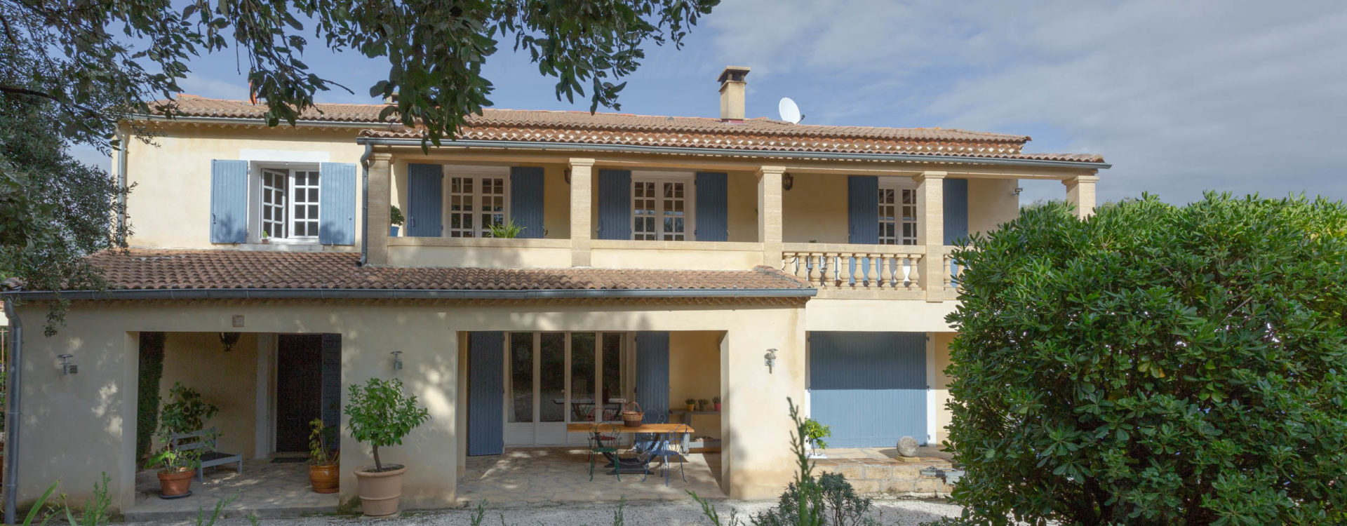 Large property 300 m² in Collias / 3 appart.