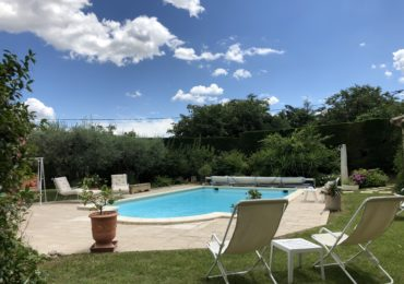 Independent cottage in pretty flowered villa with swimmingpool - Set Immo
