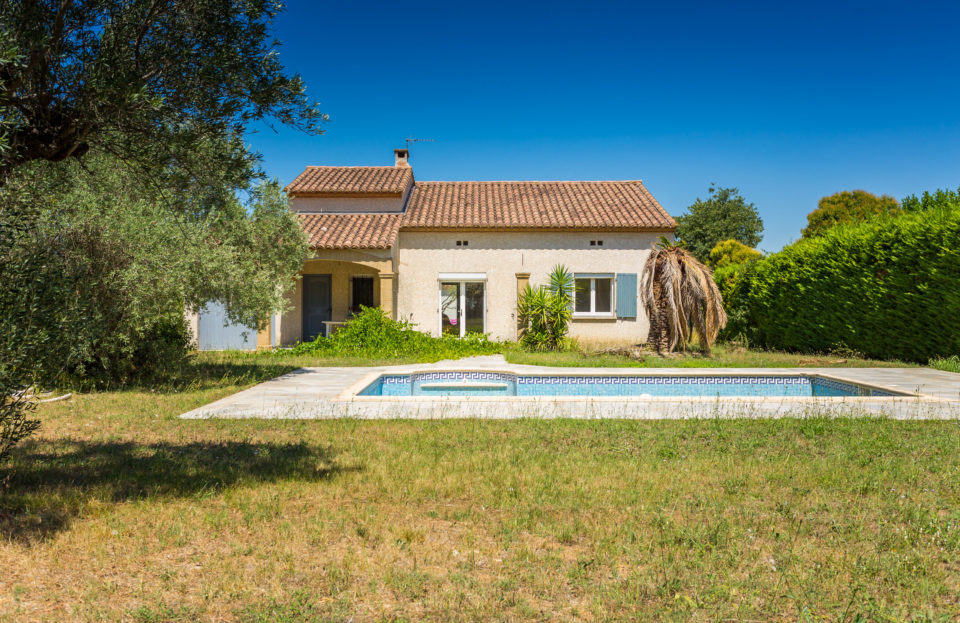 Villa with garage, swimming pool, convertible attic on pretty plot - Set Immo